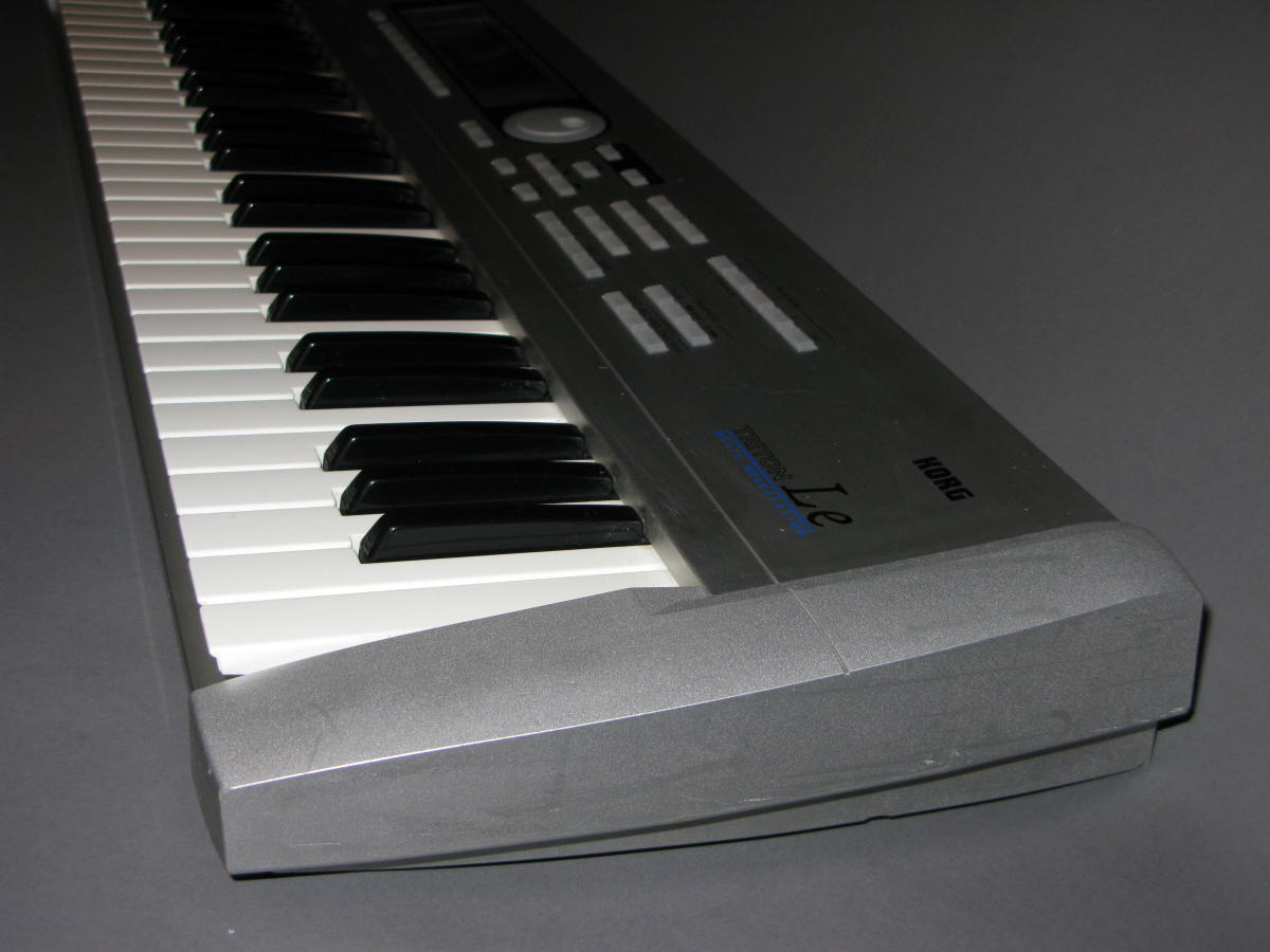 Korg Triton Le 61 Key Workstation