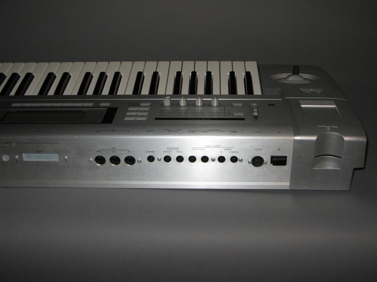 Korg triton le 76 key synthesizer workstation.
