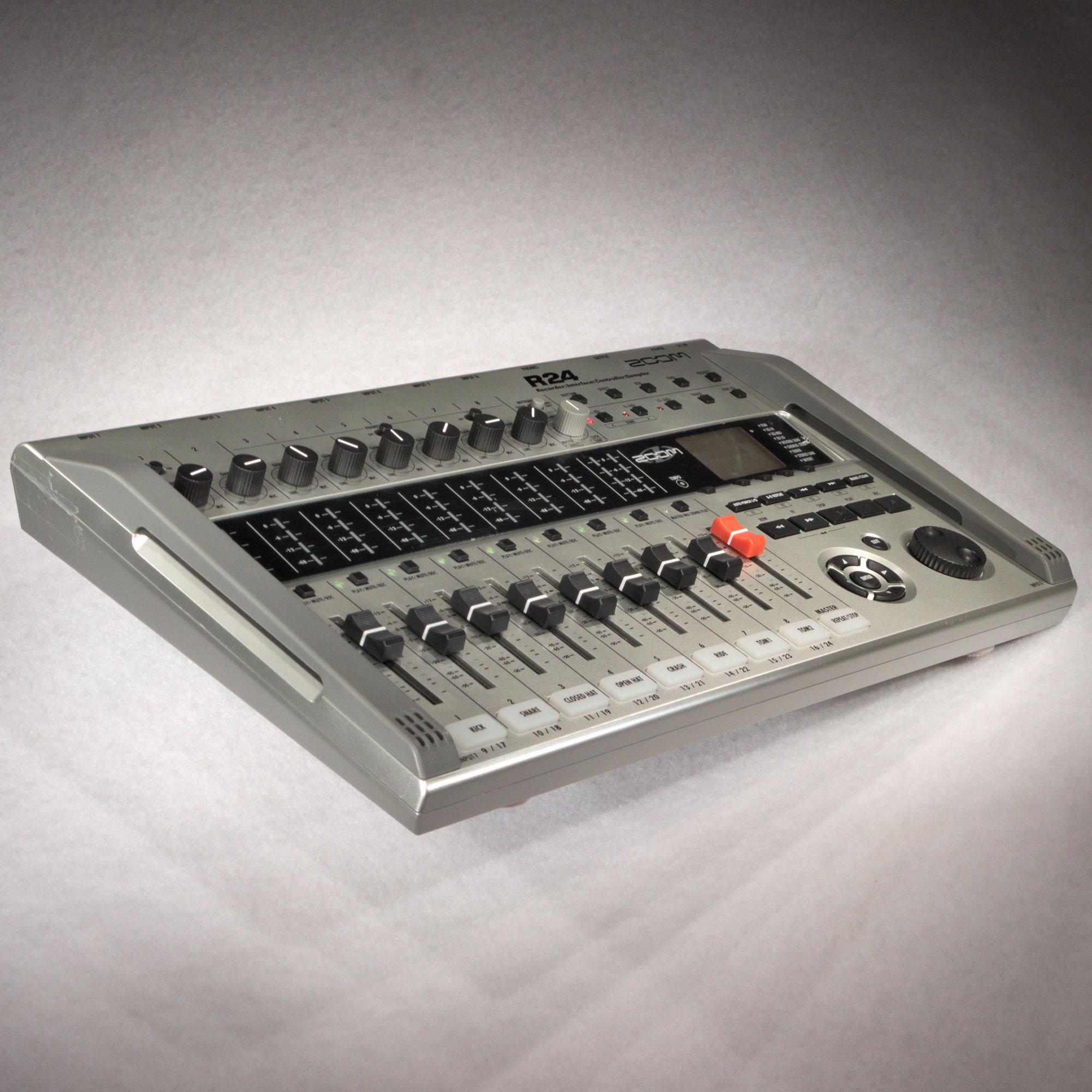 zoom r24 multitrack recorder interface controller sampler. Black Bedroom Furniture Sets. Home Design Ideas