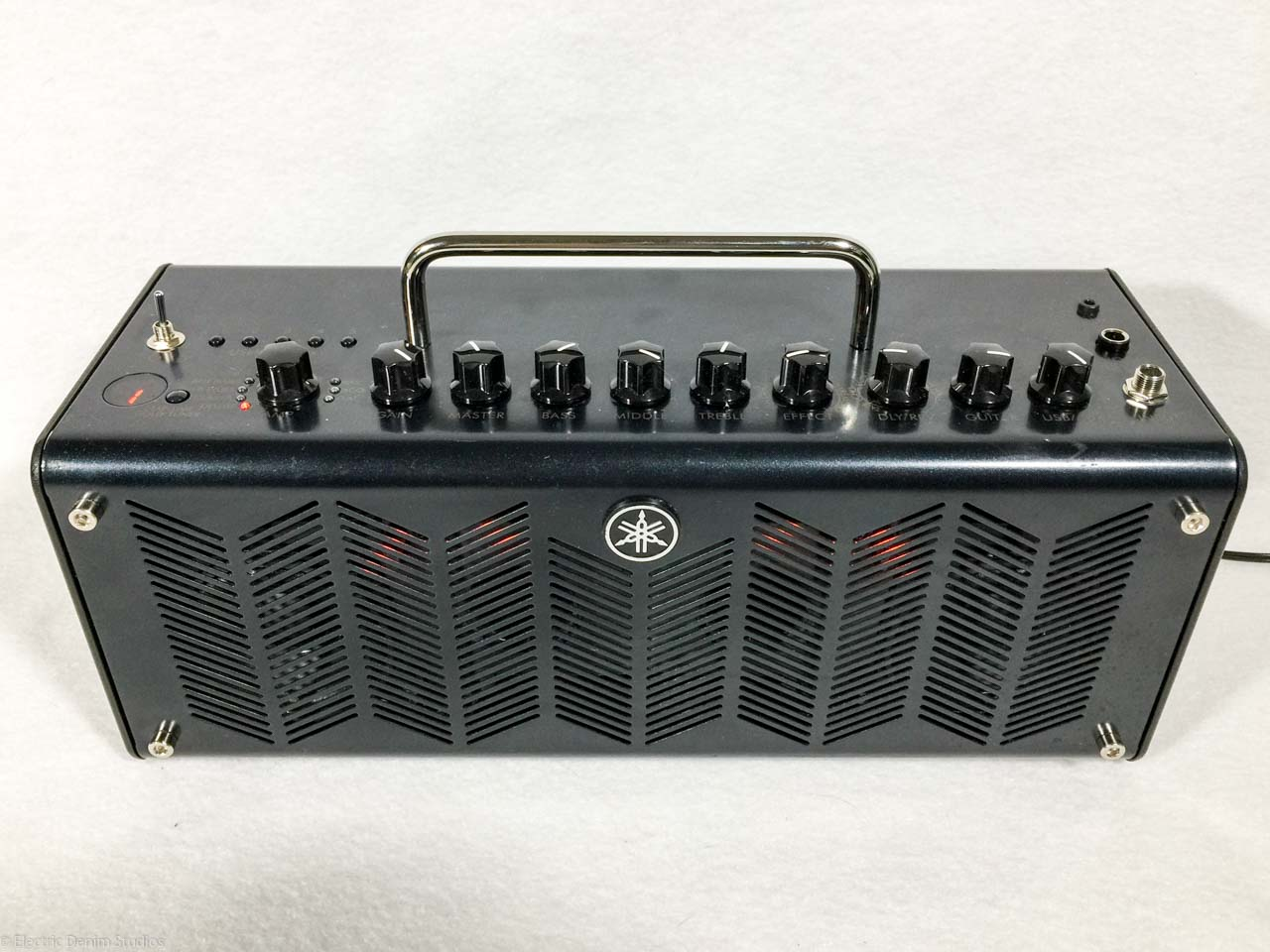 Yamaha thr10c 10 watt desktop modeling amp electric for Yamaha bass guitar amplifier